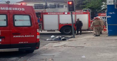 Colisão entre moto e ônibus deixa uma mulher morta no Rio de Janeiro