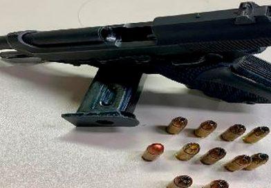 Homem é preso portando arma de fogo com numeração raspada em Rio das Ostras